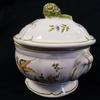 Petite soupière décor Moustiers en faïence céramique décor oiseau et fleurs