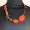 Collier de perles rouges