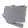 T-shirt manches longues bleu et à rayures blanches avec petit bouton 10a