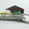 Lot de rails,1 locomotive,3 wagons 1 maquette de hangar Jouef -