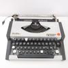 Machine à écrire ancienne Olympia Traveller de Luxe