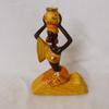 Statuette femme africaine assise en résine marron et jaune ethnique