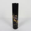 Vase en résine noir pour fleurs avec motifs à fleurs