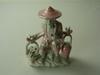 Statuette chinoise, cueilleur de rose avec ses petites colombes, porcelaine nacré vernis