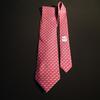 Cravate Hermès, 100% soie, motif lapins sur fond rouge.