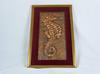 Tableau, Hippocampe de bronze aux regard rouge encadré Marie-Louise de velours roue rouge