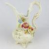 Vase en céramique artisanal décoré en relief