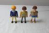 Lot de trois personnages Playmobil.