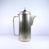 Cafetière style art déco en métal argenté.