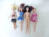 Lot de 4 poupées + un mini buffet en bois pour poupée