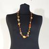 collier avec perles en résine et bois