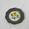 Assiette décorative en étain thème Adonis Vernalis