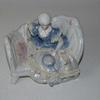 Statuette en Porcelaine d'une Femme sur son Fauteuil