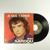Lot de quatre 45 tours de Michel Sardou avec leurs pochettes : « Une fille aux yeux clairs », « Je vais t'aimer », « Fais des chansons, La France » et « J'accuse »