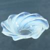 Petite coupelle spirale en verre moulé opalescent style Art-Déco Sabino Verlys