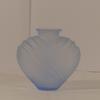 Petit vase coeur Art-déco en verre moulé pressé