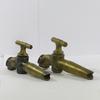 Paire de robinets anciens en bronze massif