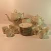 Lot de vaisselle : service à café en porcelaine fleurie