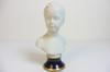 Sculpture d'une femme fait en porcelaine de limoge