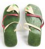 Paire de tongs artisanales en cuir vert et rouge