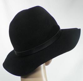 87da3cb1b5d3 Chapeaux et bonnets - Bonnets, Chapeaux Femme de marque pas cher et ...