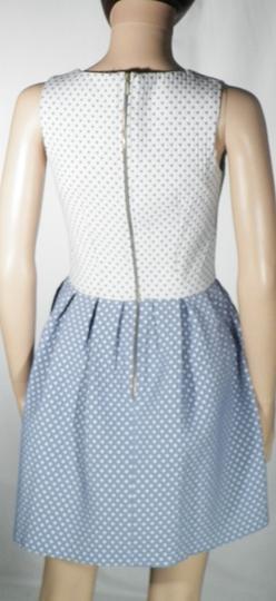 Robe Blanche Bleu CLOSET Taille 36. sur Label Emmaüs, boutique en ... 7c7e637bf0d