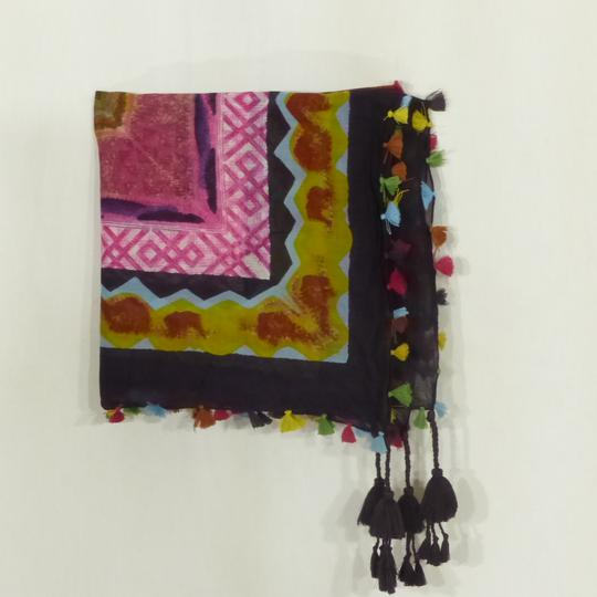 Foulard carré multicolore sur Label Emmaüs, boutique en ligne solidaire e8bbbb55bab