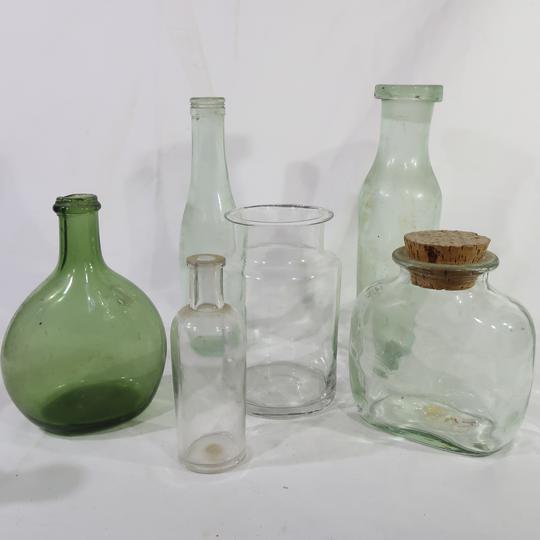 Lot de bouteilles et pots en verre - Photo 0