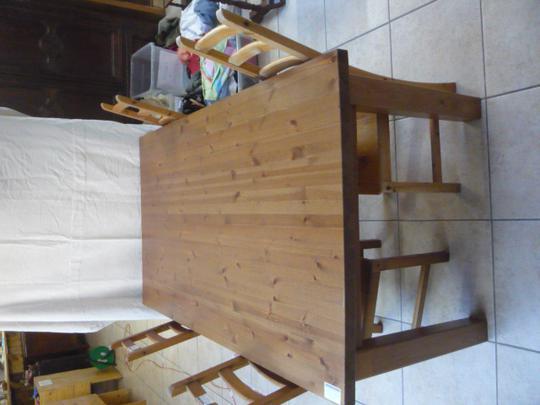 Table Pin Teintee Marron De Cuisine 6 Places Ikea Sans Les Chaises Label Emmaus
