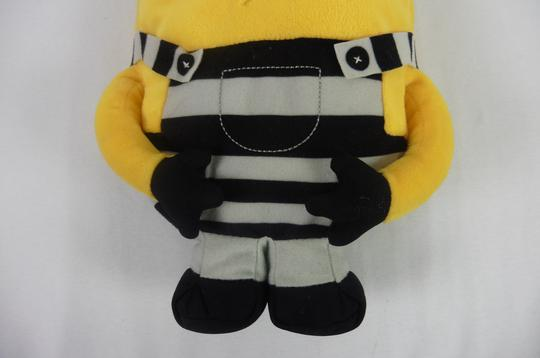 Peluche Minion Prisonnier 31cm Illuminations entertainments - Photo 3