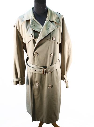 78ba85e824bb Trench beige Yves Saint Laurent Taille 46 sur Label Emmaüs, boutique ...