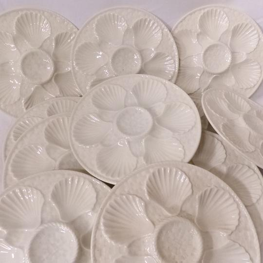 Lot de 10  assiettes en barbotine blanche motif coquille Saint-Jacques + 1 gratuite - Longchamp  - Photo 0