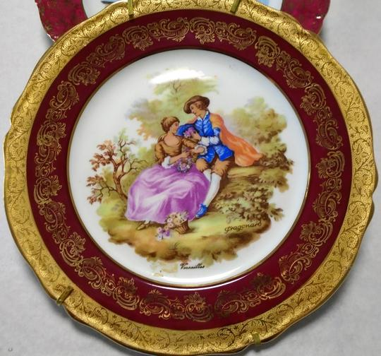 Lot De Deux Assiettes Decoratives A Poser Porcelaine Limoges Et