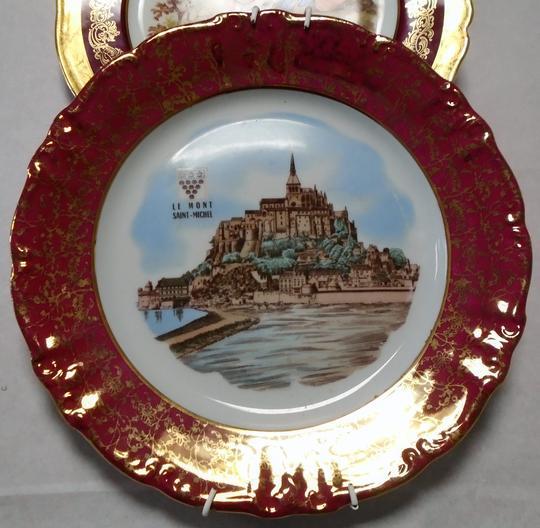 Lot de deux assiettes décoratives à poser , porcelaine Limoges et ...