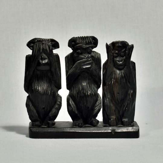 les 3 singes de la sagesse statuette en bois sur label. Black Bedroom Furniture Sets. Home Design Ideas