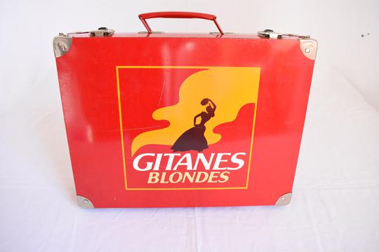 boite en fer vintage rouge gitanes blondes sur label emma s boutique en ligne solidaire. Black Bedroom Furniture Sets. Home Design Ideas