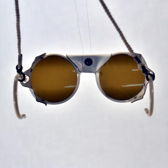 64ac8176d3d1a0 Ancienne Paire de lunettes solaires - Enfant - Cébé sur Label Emmaüs ...