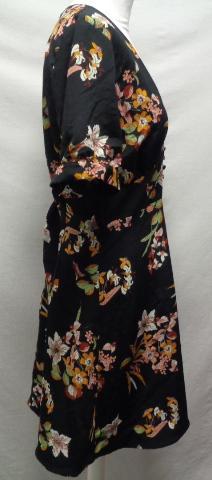 c8fcba037 Robe noire avec motifs fleurs - Pull and Bear - taille 40