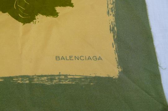 Foulard en soie Balenciaga sur Label Emmaüs, boutique en ligne solidaire d3f09d0b60c