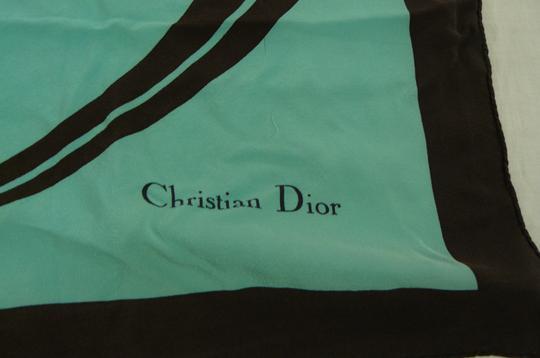 Foulard en soie Dior sur Label Emmaüs, boutique en ligne solidaire b3043046bd5