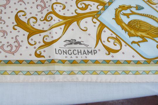 6159f0d43221 Foulard en soie Longchamp sur Label Emmaüs, boutique en ligne solidaire