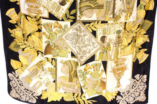 Carré Lanvin en soie motifs Egyptiens sur Label Emmaüs, boutique en ... 5fd4b85709a