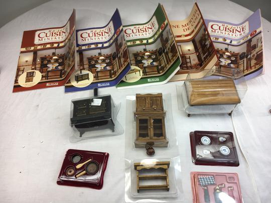 miniatures pour maison de poupées Deux poivrière vaisselle cuisine scène