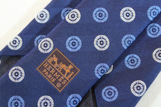 Cravate en soie HERMES sur Label Emmaüs, boutique en ligne solidaire f561bb7e409