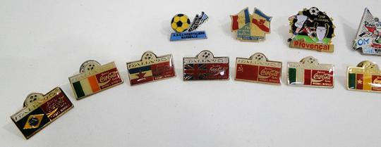 Collection de 14 Pin's Football - Photo 1