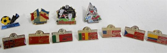 Collection de 14 Pin's Football - Photo 0