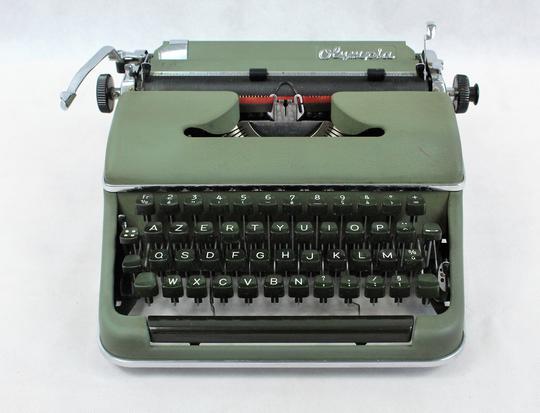 machine ecrire olympia mod le sm2 vers 1950 sur label emma s boutique en ligne solidaire. Black Bedroom Furniture Sets. Home Design Ideas