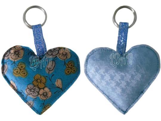 Porte cle cœur bleu et fleuri