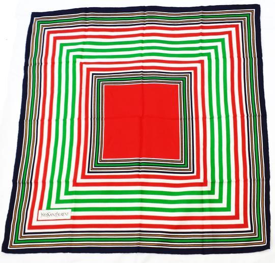 Foulard en soie Yves Saint Laurent sur Label Emmaüs, boutique en ... 7ce402ab0cb