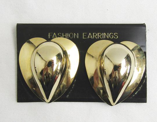 02c2717a7c45 Boucles d oreilles en forme de coeur sur Label Emmaüs, boutique en ...